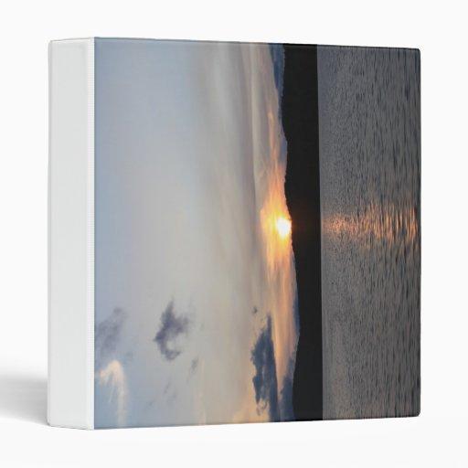 puesta del sol del lago