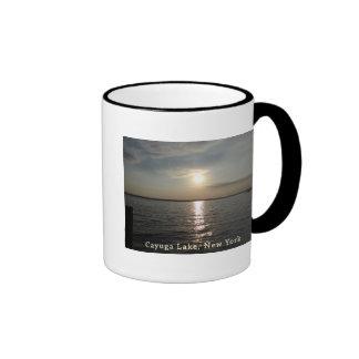 Puesta del sol del lago Cayuga Tazas De Café