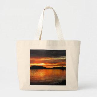 Puesta del sol del lago Fox Bolsas De Mano