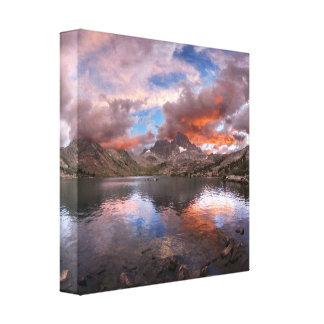 Puesta del sol del lago garnet en rastro de la impresión en lienzo