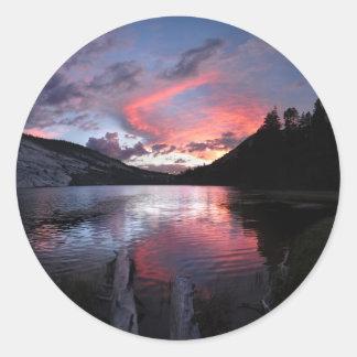 Puesta del sol del lago Merced - Yosemite - Pegatina Redonda