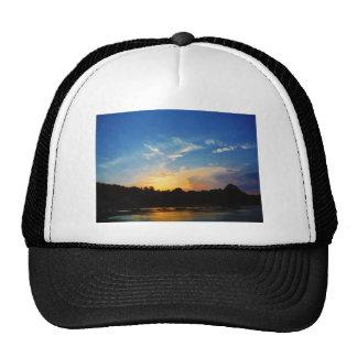 Puesta del sol del lago mountain gorra
