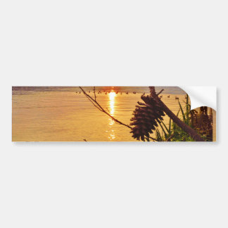 Puesta del sol del lago Pinecone Pegatina Para Auto