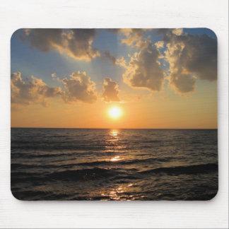 Puesta del sol del lago Superior Tapete De Ratones