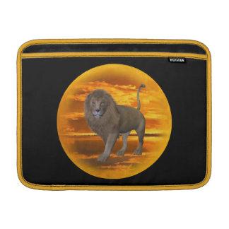 Puesta del sol del león fundas MacBook