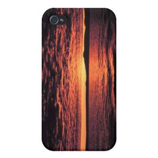 Puesta del sol del mar de Bering iPhone 4 Carcasas