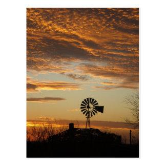 Puesta del sol del molino de viento tarjetas postales