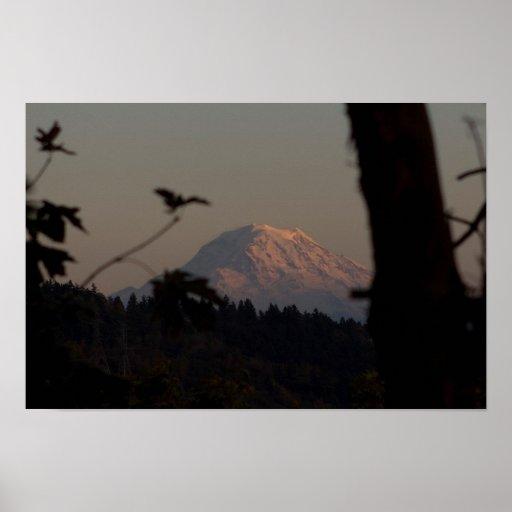 Puesta del sol del Monte Rainier, Tacoma, WA Poster