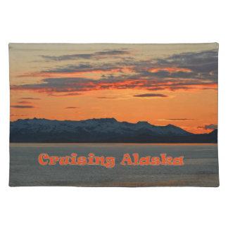 Puesta del sol del naranja de Alaska que cruza /Vi Mantel Individual