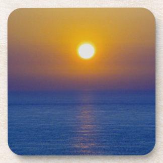 Puesta del sol del norte .1. de la nube de la ceni posavasos de bebida