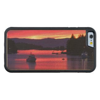 Puesta del sol del océano con los barcos en puerto funda de iPhone 6 bumper arce