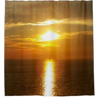 Puesta del sol del océano de oro cortina de baño