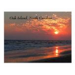 Puesta del sol del océano - isla del roble, NC Postales
