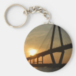 Puesta del sol del puente de Charleston Ravenel Llavero Redondo Tipo Pin
