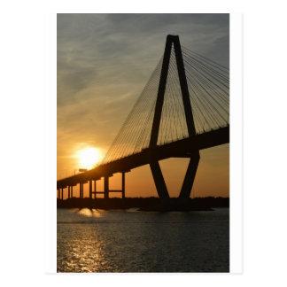 Puesta del sol del puente de Charleston Ravenel Tarjeta Postal