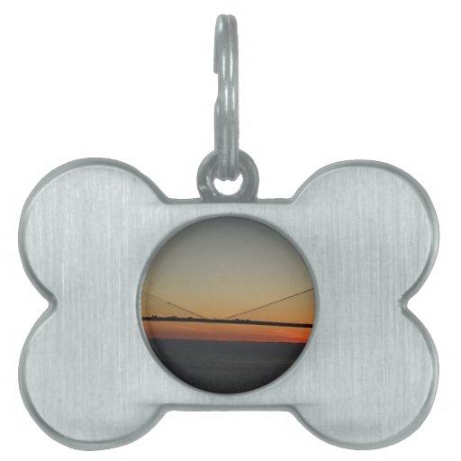 Puesta del sol del puente de Skyway de la sol de T Placas De Mascota