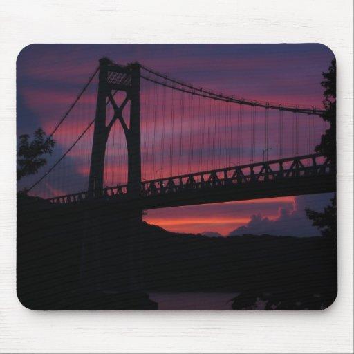 Puesta del sol del puente del Mediados de-Hudson Tapetes De Ratones
