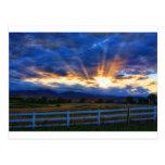Puesta del sol del rayo del rayo de sol del país postal