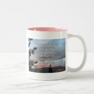Puesta del sol del rezo de la serenidad tazas de café