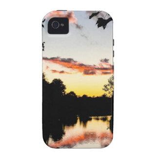 Puesta del sol del río vibe iPhone 4 carcasas