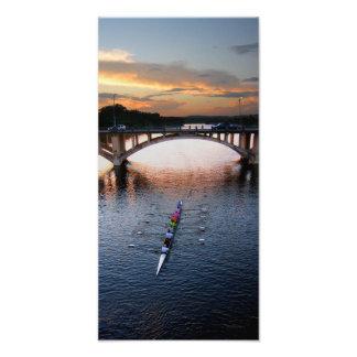 Puesta del sol del Scull del Rowing del lago ladyb Fotografía