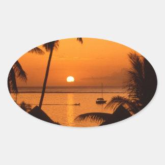 puesta del sol del tahiiti pegatina ovalada