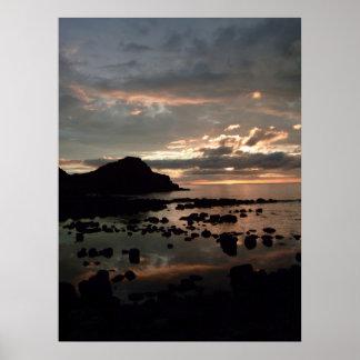 Puesta del sol del terraplén de Giants Poster