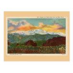 Puesta del sol del vintage sobre el pico de los lu tarjetas postales