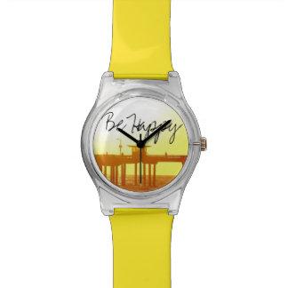 Puesta del sol detrás de un embarcadero relojes de pulsera