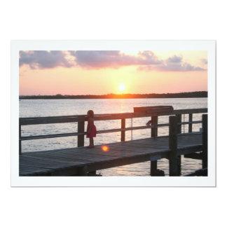 Puesta del sol detrás del muelle en la Florida con Comunicado