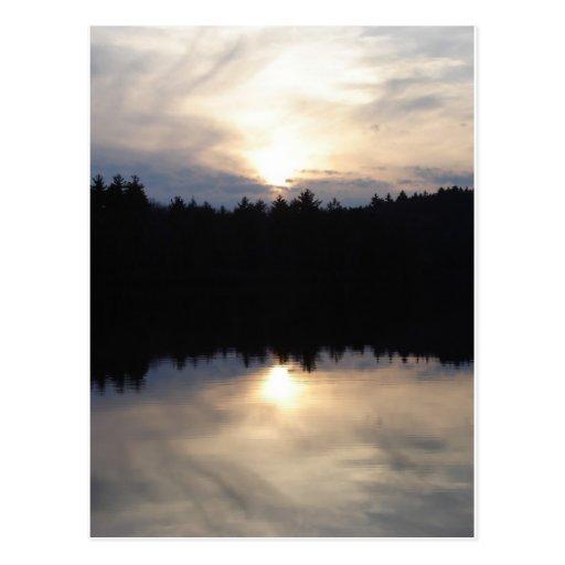Puesta del sol doble tarjetas postales