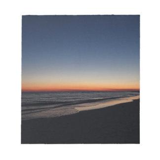 Puesta del sol dominante de la playa de la siesta bloc de notas