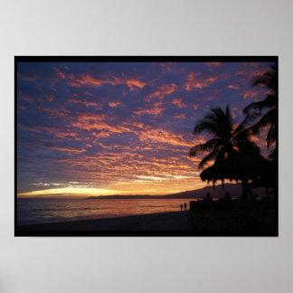 Puesta del sol dramática en la playa de Bucerias Impresiones