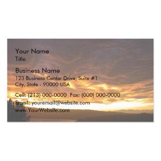 Puesta del sol dramática sobre el lago tarjetas de visita