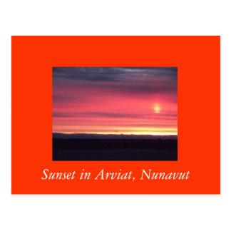 Puesta del sol en Arviat postal de Nunavut