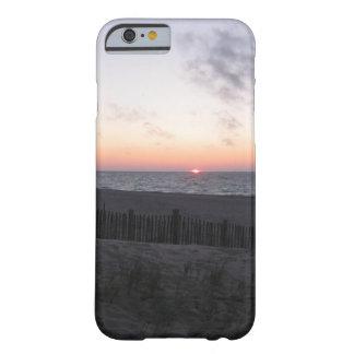 puesta del sol en caja del teléfono del lago funda para iPhone 6 barely there