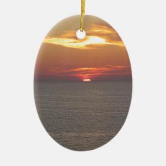 Puesta del sol en Clearwater Adorno Navideño Ovalado De Cerámica