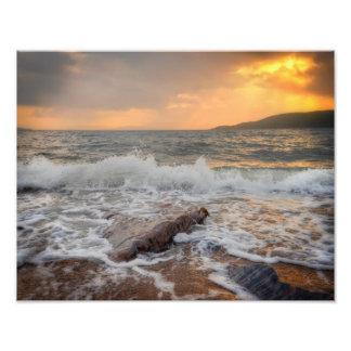 Puesta del sol en el brazo de mar de abandonado fotos