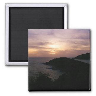 Puesta del sol en el cabo de Promthep, isla de Phu Imán Cuadrado