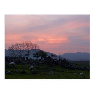 Puesta del sol en el condado Galway Irlanda de Con Tarjeta Postal