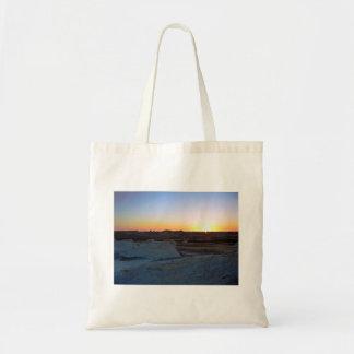 Puesta del sol en el desierto blanco bolsa de mano