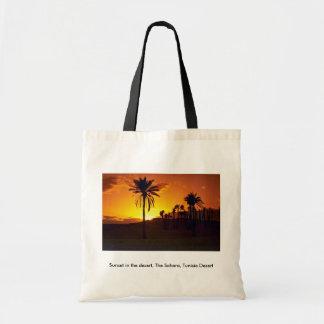 Puesta del sol en el desierto desierto del Sáhara Bolsas De Mano