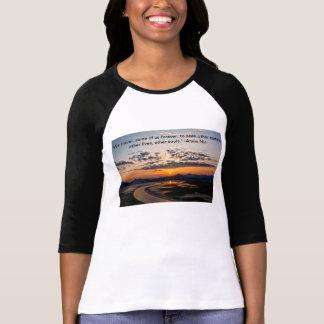 Puesta del sol en el este camisetas
