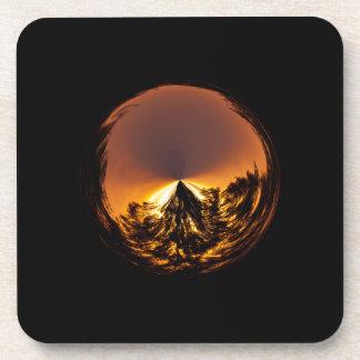 Puesta del sol en el globo posavasos