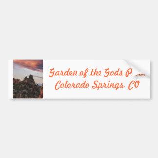 Puesta del sol en el jardín de dioses etiqueta de parachoque