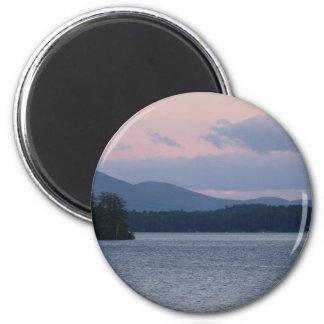 Puesta del sol en el lago 2 imán redondo 5 cm