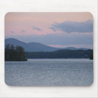 Puesta del sol en el lago 2 tapetes de raton