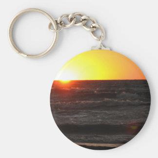 Puesta del sol en el lago Erie Llavero Redondo Tipo Pin