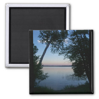Puesta del sol en el lago imán cuadrado