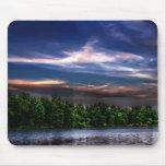 Puesta del sol en el lago Mousepad
